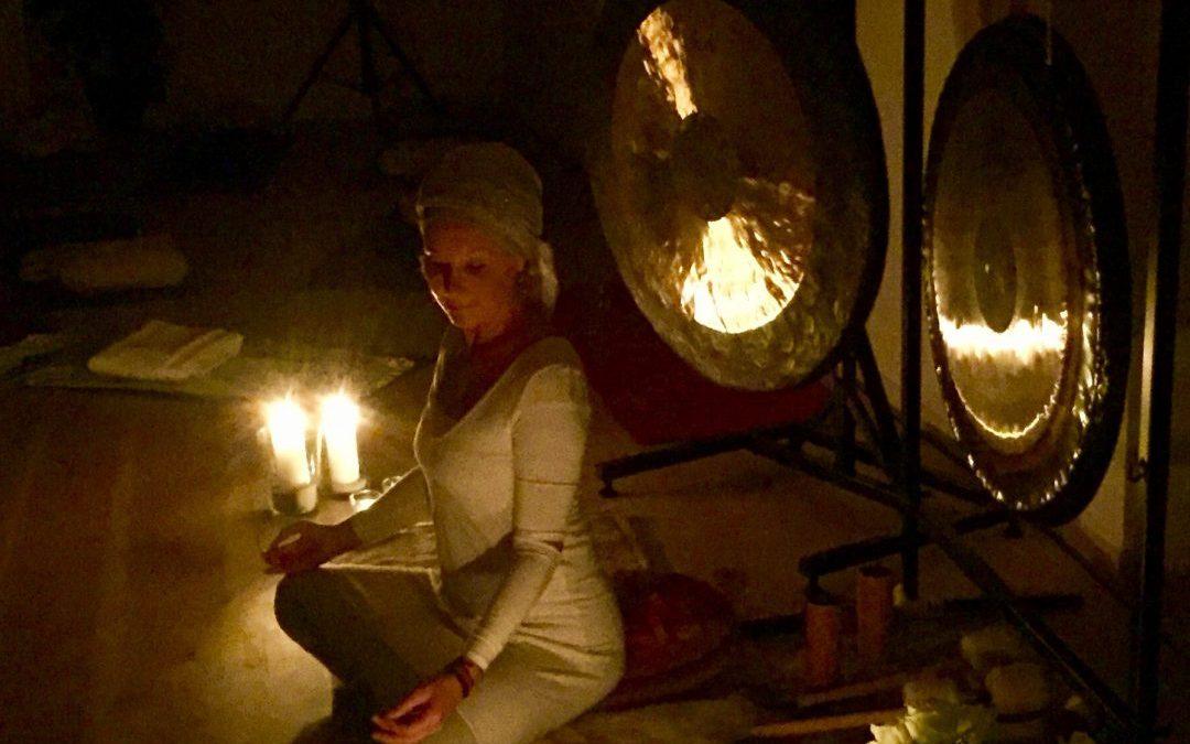 Nytårs-Retreat med Kundalini og meditativ yoga, meditation og midnats gongbad